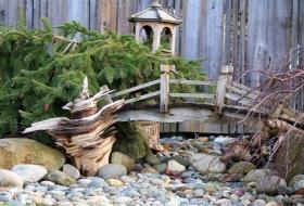 Japanese-garden-DIY-garden-bridge