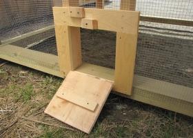 chicken-coop-door-with-ramp-post-beam-hean-house-nebraska